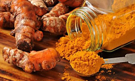 roots of turmeric and powder